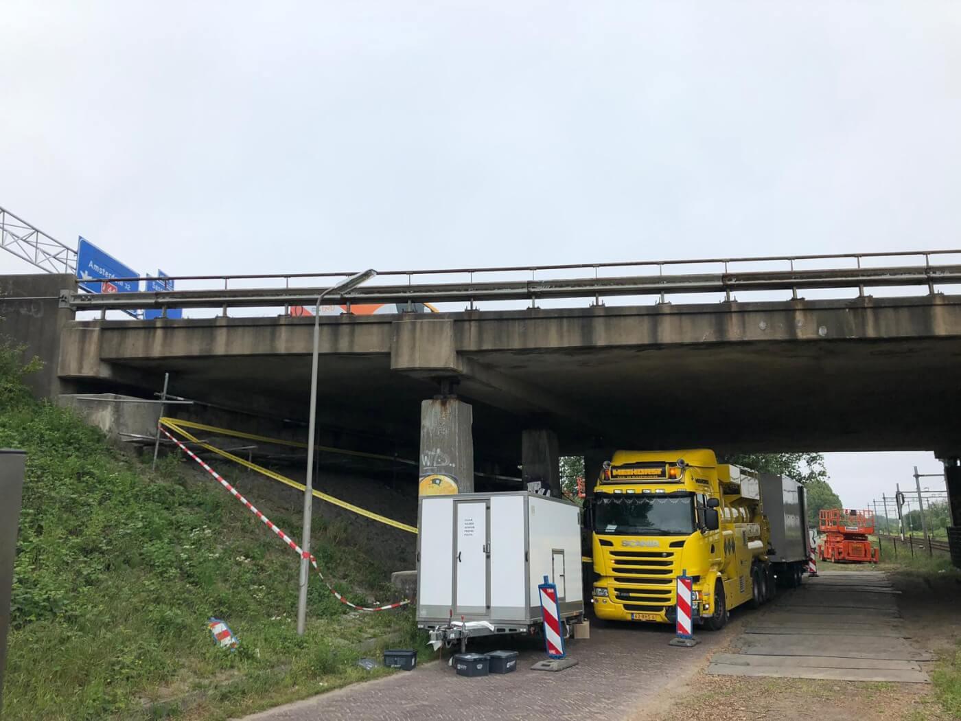 Asbest verwijderen onder snelweg Methorst Zuigtechniek
