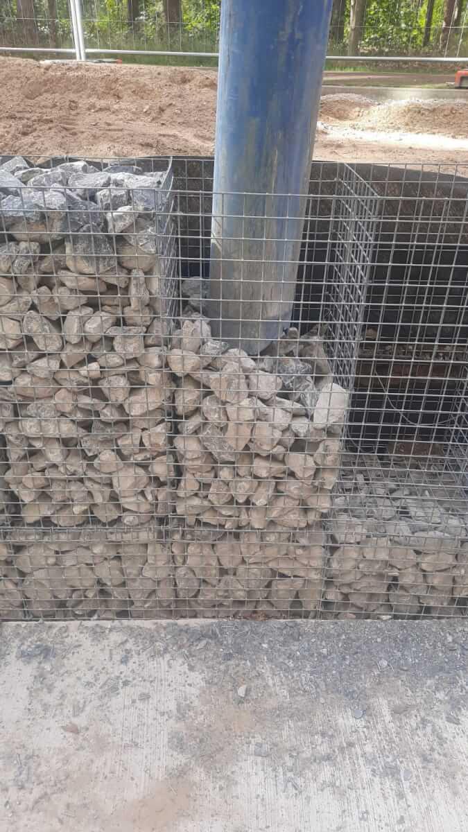 Stenen uit schanskorven leegzuigen Methorst Zuigtechniek