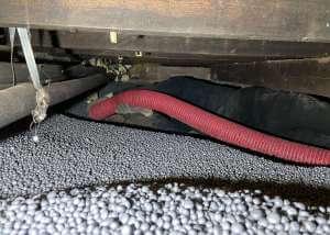 Isolatieparels verwijderen uit kruipruimte | Methorst Zuigtechniek