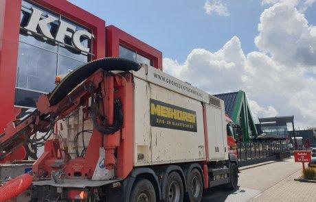 Kruipruimte opschonen - KFC Veenendaal - Methorst Zuigtechniek