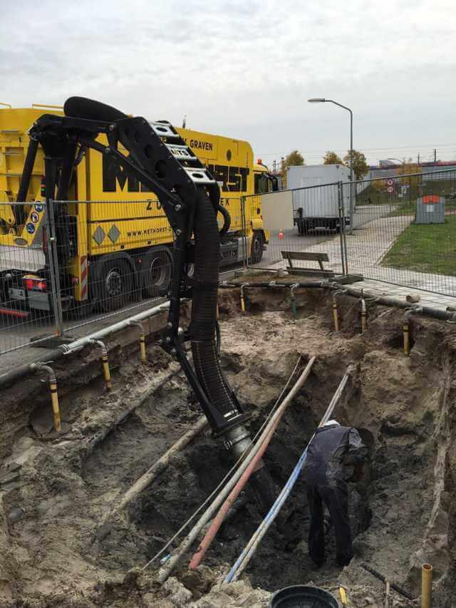 Vervuilde-grond-zuigen-bij-kabels-en-leidingen-3